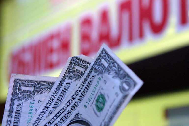 Объем покупки физическими лицами наличной валюты в банках в августе вырос по сравнению с июлем на 211,2 млн. USD и достиг 698,5 млн. USD. (photo: )