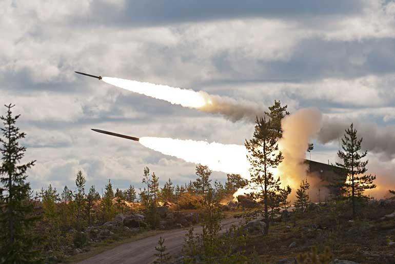 Белорусские специалисты в ближайшее время выйдут не только на создание собственной ракеты для комплекса «Полонез» с дальностью поражения 200 км, но и боеприпаса существенно большей дальности (по некоторым данным до 300 км). (photo: )
