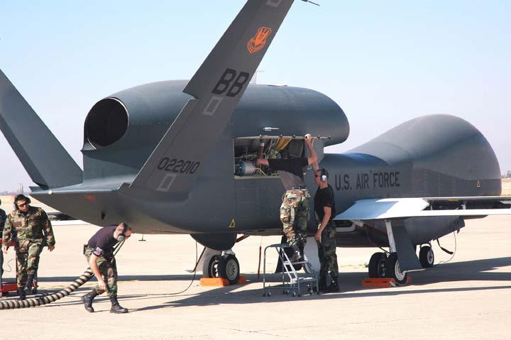 Дальность действия БПЛА Global Hawk составляет несколько тысяч километров.