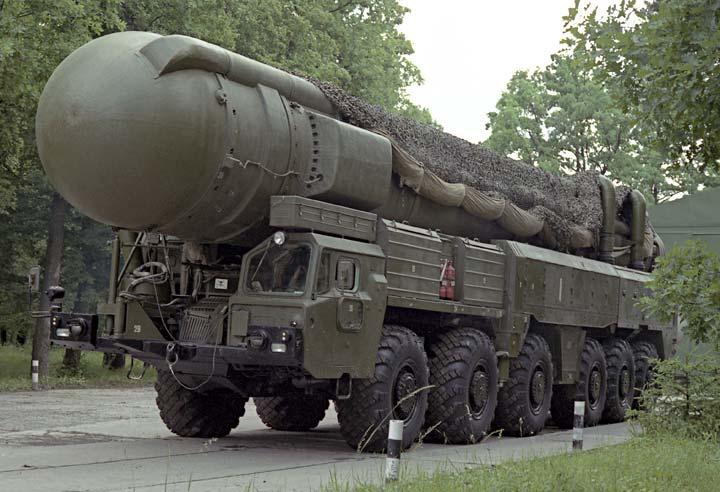 Дальность стрельбы самого продвинутого в CCCР ракетного комплекса мобильного базирования РСД-10 'Пионер', получившей на Западе название 'Гроза Европы' (советские военные прозвали его 'Змей Горыныч'), в последней версии достигала 5500 км.