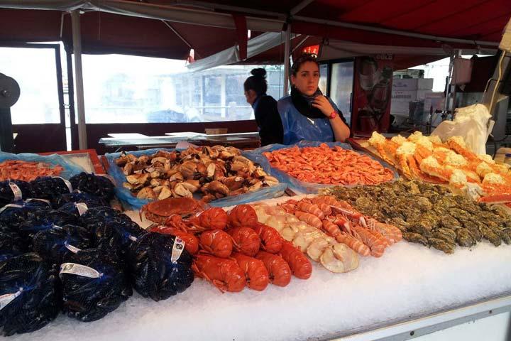 Норвегия изобилует рыбой. Настоящие гурманы считают, что наиболее вкусной морской рыбой является треска. Впрочем, в Норвегии можно найти и моллюсков, и крабов, и лобстеров.