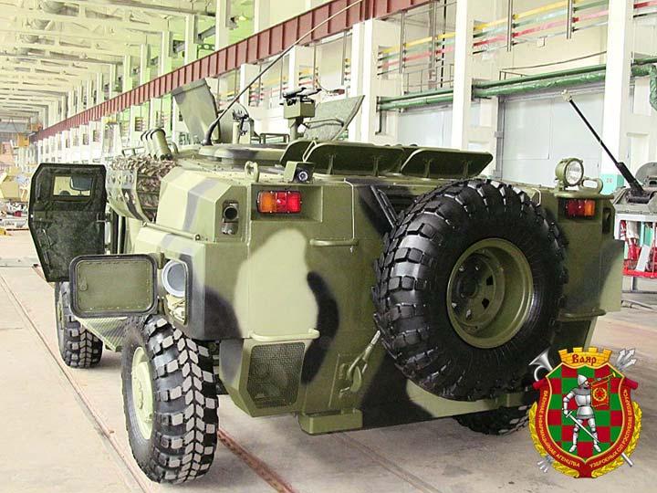 Заявленная производителем боевая масса МБТС 'Кайман' шестью членами  экипажа и вооружением не превышает 7 тонн.  Фото vsr.mil.by