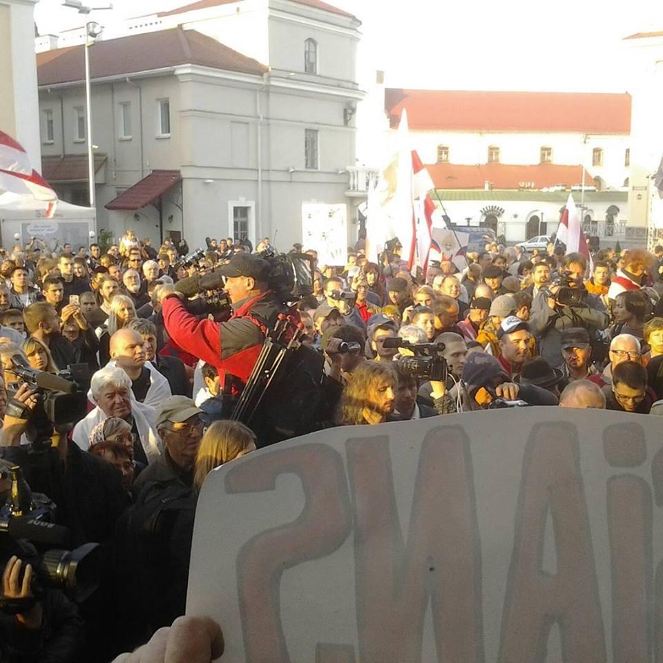 Вечером 4 октября в Минске на площади Свободы от 300 до 400 человек по разным оценкам приняли участие в несанкционированном митинге. Фото Павлюка Быковского