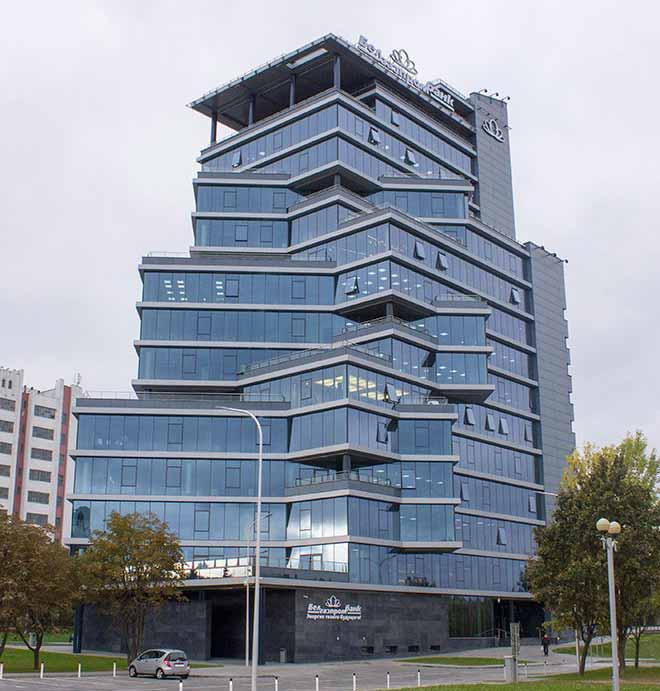 Новое четырнадцатиэтажное здание головного офиса Белгазпромбанка.