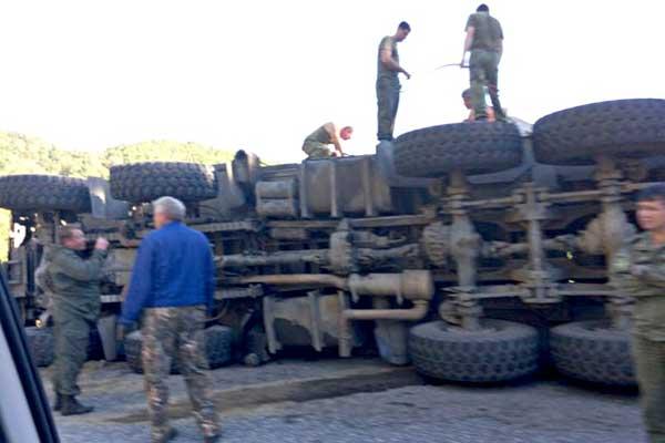 ДТП случилось из-за того, что водитель ЗРПК не вписался в поворот на извилистом серпантине.  Фото privetsochi.ru