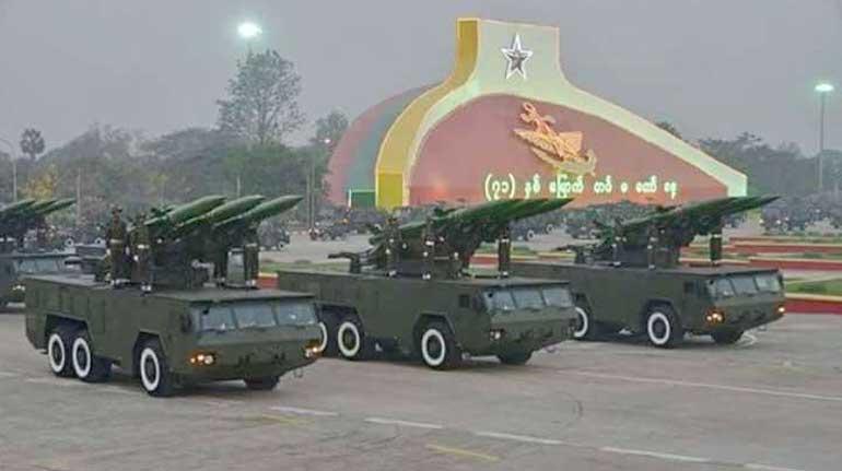 Самоходные пусковые установки модернизированного зенитного ракетного комплекса «Квадрат-М» белорусской разработки вооруженных сил Мьянмы. Март 2016 года. Фото topwar.ru