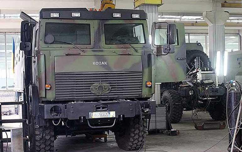 МАЗ-6317 обзавелся эмблемами «Богдан» и «Козак». Фото gruzovikpress.ru