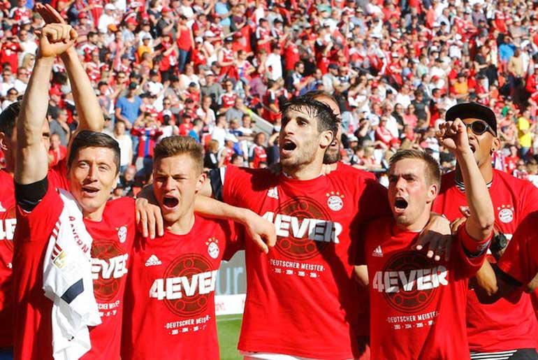 Клуб из Мюнхена стал первой командой за всю историю чемпионата Германии, выигравшей титул четыре раза подряд. Фото sportschau.de