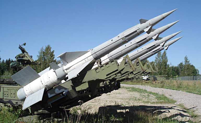 История самого ЗРК С-125 восходит к 1955 году, когда в Советском Союзе началась разработка средства борьбы с авиационной техникой потенциального противника на высотах до 20 км и дальностях поражения до 25 км.