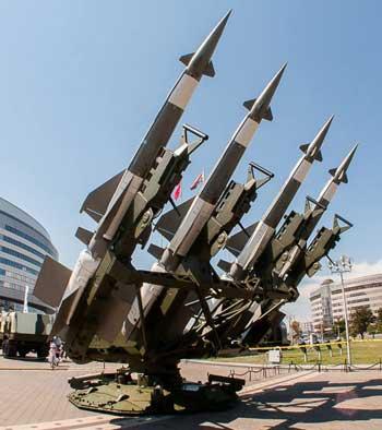 РЛС ЗРК «Алебарда» способна обнаружить цель типа истребитель F-16 на расстоянии до 70 км.