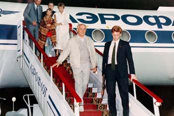 Михаил Горбачев возвращается из Фороса в Москву на самолете российского руководства