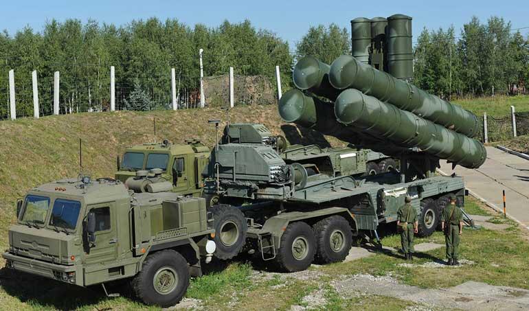 И хотя мощности российского ВПК по производству ЗРС С-400 возрастают за счет два новых завода, говорить о конкретных сроках поставки «четырехсоток» белорусской армии уже никто не берется.