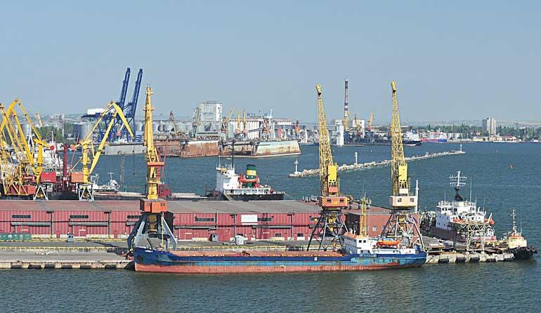 «Беларуськалий» около 90% своей продукции экспортирует через Клайпедский порт, поскольку это — наиболее эффективный коридор для перевалки белорусских калийных удобрений.