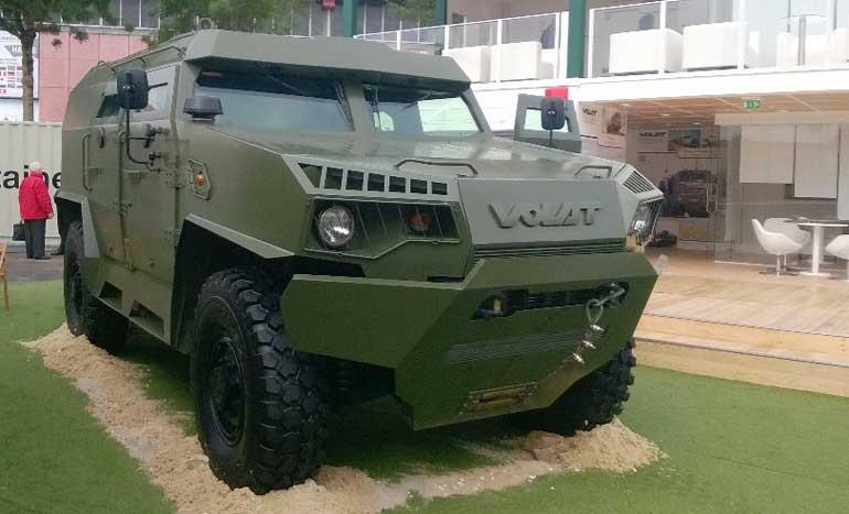 Мировая премьера привлекла первоочередное внимание широкой публики к легкобронированному автомобилю МЗКТ-490100 с колесной формулой 4x4, гидромеханической коробкой передач и полной массой 11000 кг.