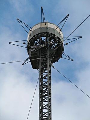 РЛС «Роса-РБ», работая в автоматическом режиме, способна обнаруживать и распознавать воздушные цели на высотах от одного метра над землей в радиусе до 50 км, засекая не только пилотируемые, но и беспилотные летательные аппараты.
