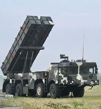 Всего один дивизион из 9 боевых машин РСЗО «Полонез» может выполнять 2 ракетных залпа, каждый из которых будет состоять из 72 реактивных снарядов, каждый из которых образует зону поражения в 275 кв. м, с отклонением от точки прицеливания не более 30 м.