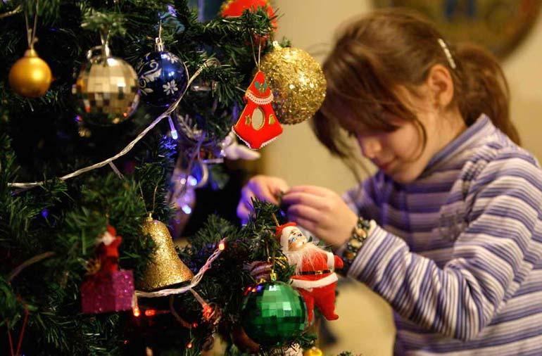 Рождественские елки пришли со временем в каждый дом.