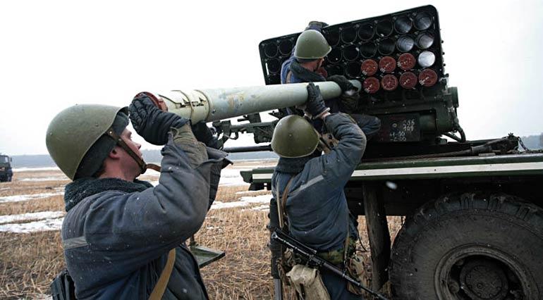 Имеющиеся на хранении реактивные снаряды для ряда модификаций «Града» (9М28Ф и 9М53Ф в частности) имеет высокую поражающую способность.   Фото mil.by