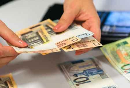 Средняя заработная плата зимой недотянула до тысяча рублей